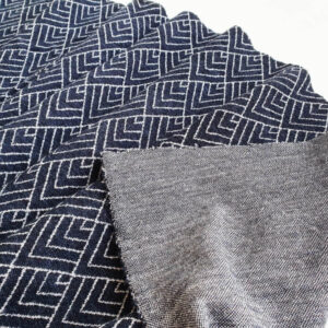 merino-vilnos-trikotazas-melyni-rombai